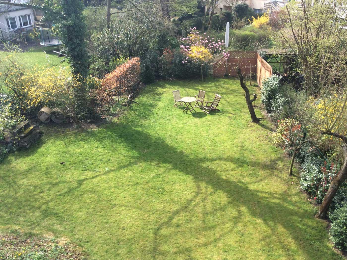 Schritt für Schritt wurde aus der großen Grünfläche ein idyllischer Garten...