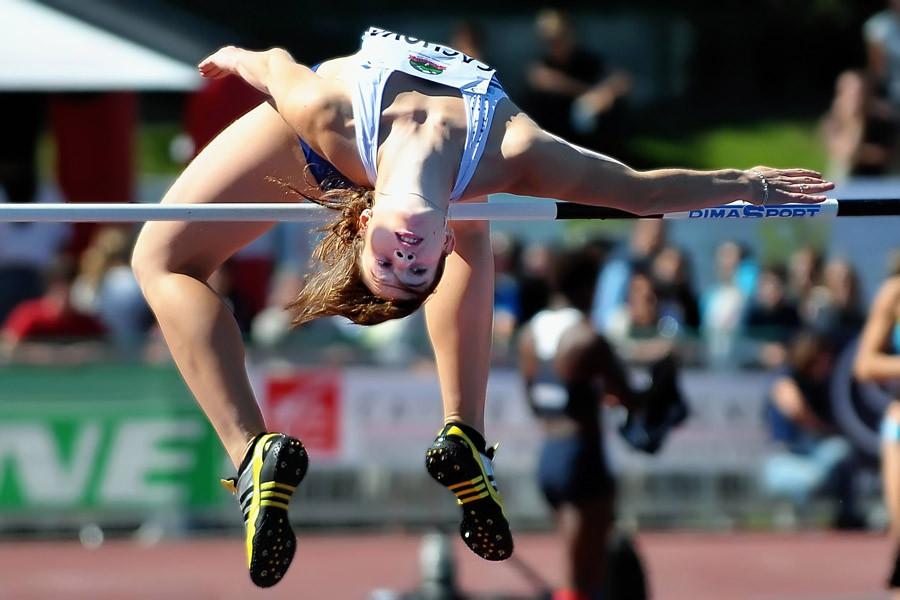 Katerina Cachova joue les contorsionistes à l'épreuve de la hauteur Décastar 2010