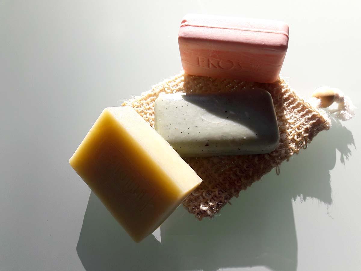 Feste Seife pflegt deine Haut und hilft Plastik vermeiden