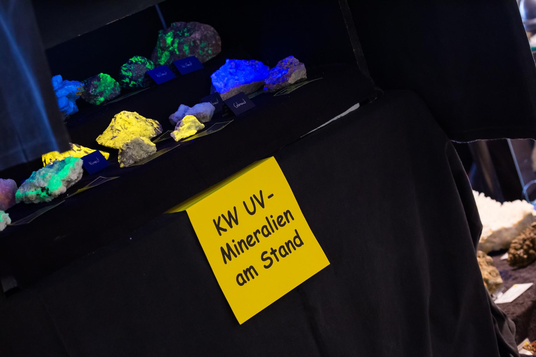 Mineralien die unter UV-Licht fluoreszieren