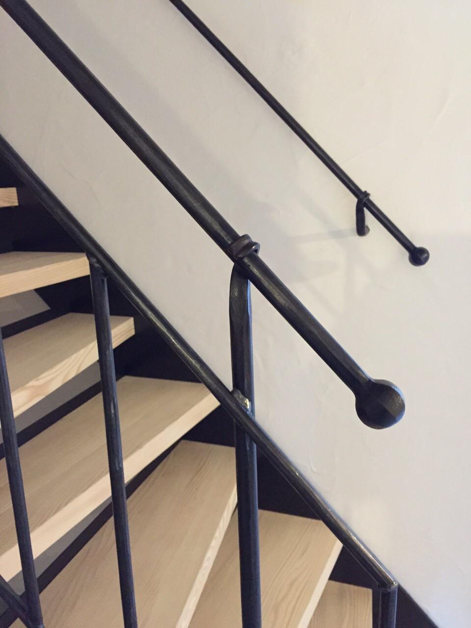 Treppe mit geschmiedetem Geländer
