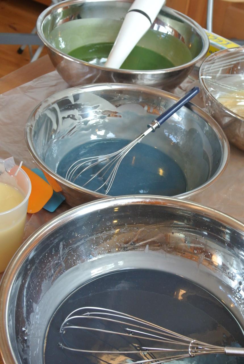 泥藍だけでなく、藍の生葉や、インド藍の染料を使った石鹸作り。