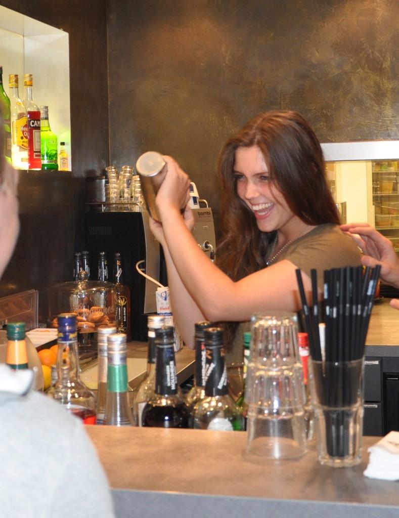 Berühmt Barkeeper Gehen Ohne Erfahrung Weiter Zeitgenössisch ...