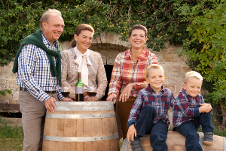 Familie Gerhardt vor Feldkeller