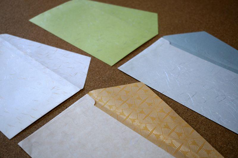 和紙の色や素材感を生かし、日本の伝統柄を入れることもできるカスタムメイド可能な洋形長3号の封筒