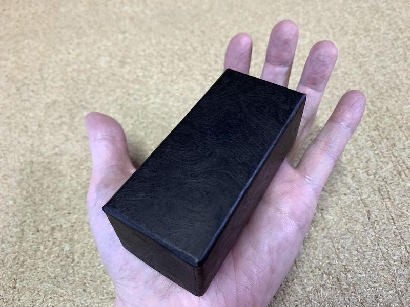 別注で作製した貼り箱は手のひらサイズです
