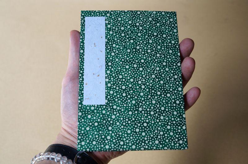 千代紙の御朱印帳は手のひらに乗る程度の大きさです