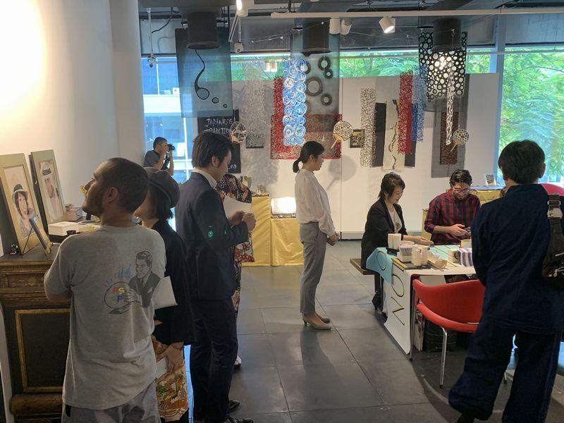 ドバイでの展示会で出展したインテリア用の手漉き和紙