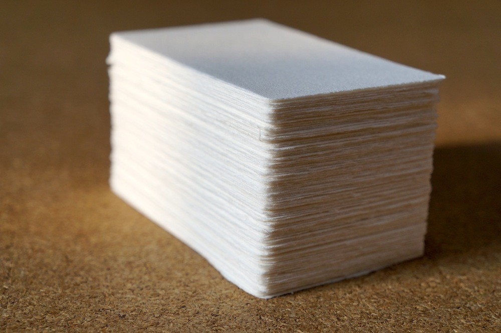 和紙の職人が1枚ずつ丁寧に作る手漉きの四方耳付き名刺