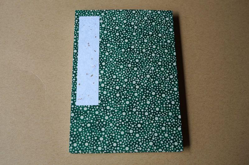 緑色に水玉柄の総柄が表紙の御朱印帳