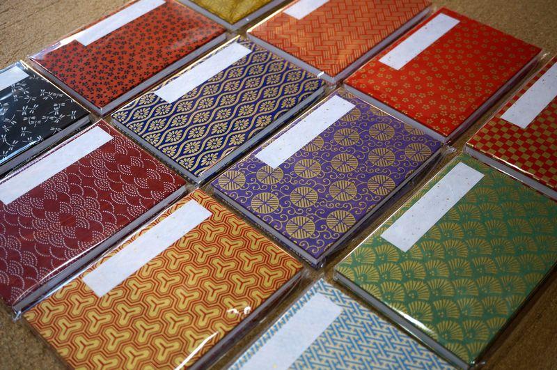 千代紙を使ったご朱印帳は友禅柄、小紋柄、印伝タイプの3種類から選択可能です