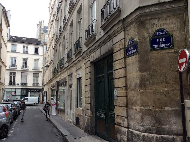 出展会場はパリ3区のマレ地区