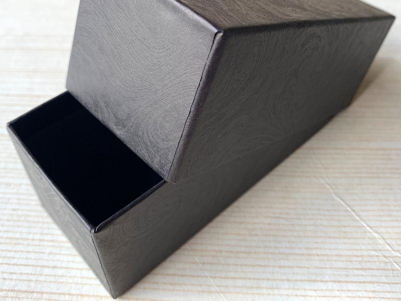 マーブリング柄のエンボス入り小間紙で別注の貼り箱を作製しました