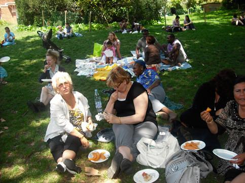 Pic-nique de l'intégration de l'égalité et de l'émancipation Buttes Chaumont 14 juillet 2009.
