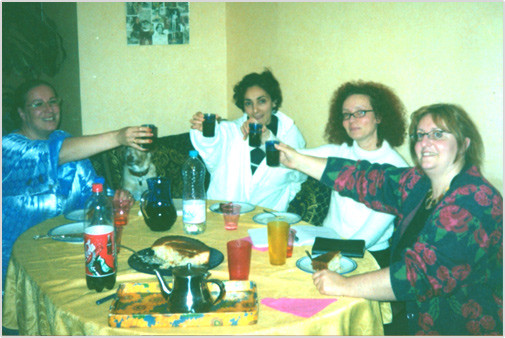 Premier dîner des fondatrices (de droite à gauche - Laura créatrice du site - Yasmina sophrologue - Ganit - Annie Paule Présidente).