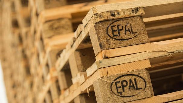 Euro-Palette mit Presspan-Klötzen und EPAL-Kennzeichnung