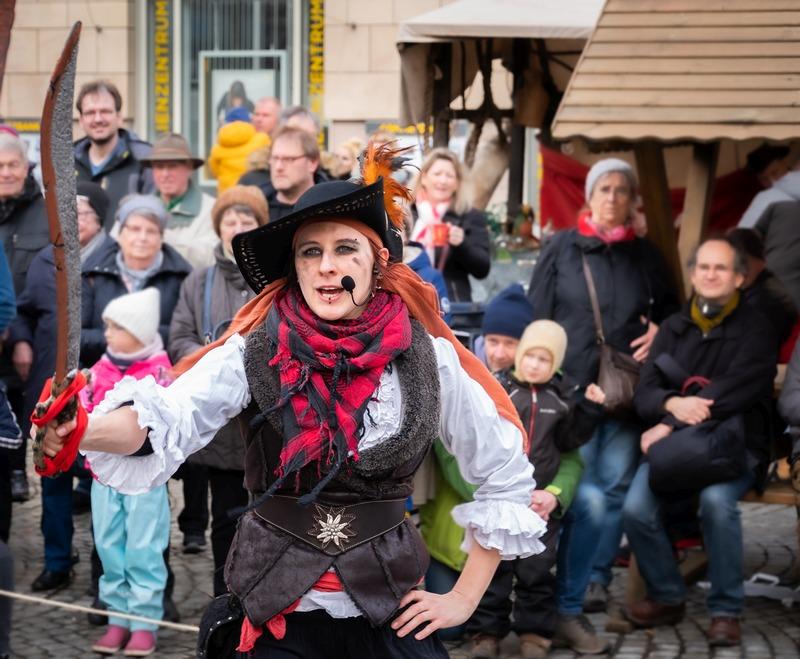 Piraten-Feuershow mit Captain Pearl zum Kieler Umschlag 2020