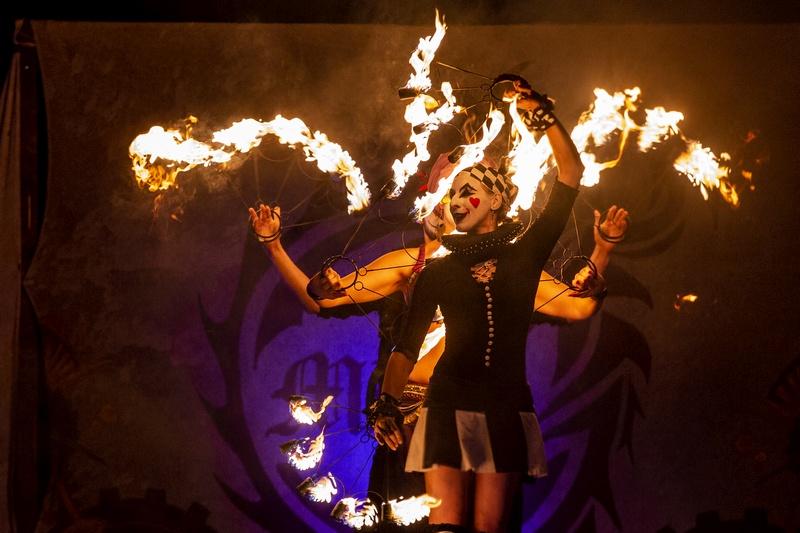 Zirkus Feuershow zum MPS bei Hamburg 2018 Foto: Jens Arndt