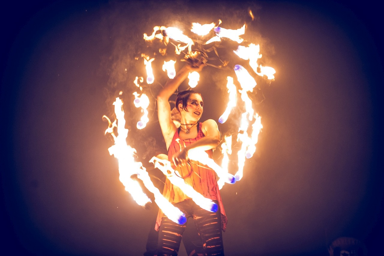 Feuerfächer bei einer Feuershow, Foto: Fabian Lippke Kiel 2020
