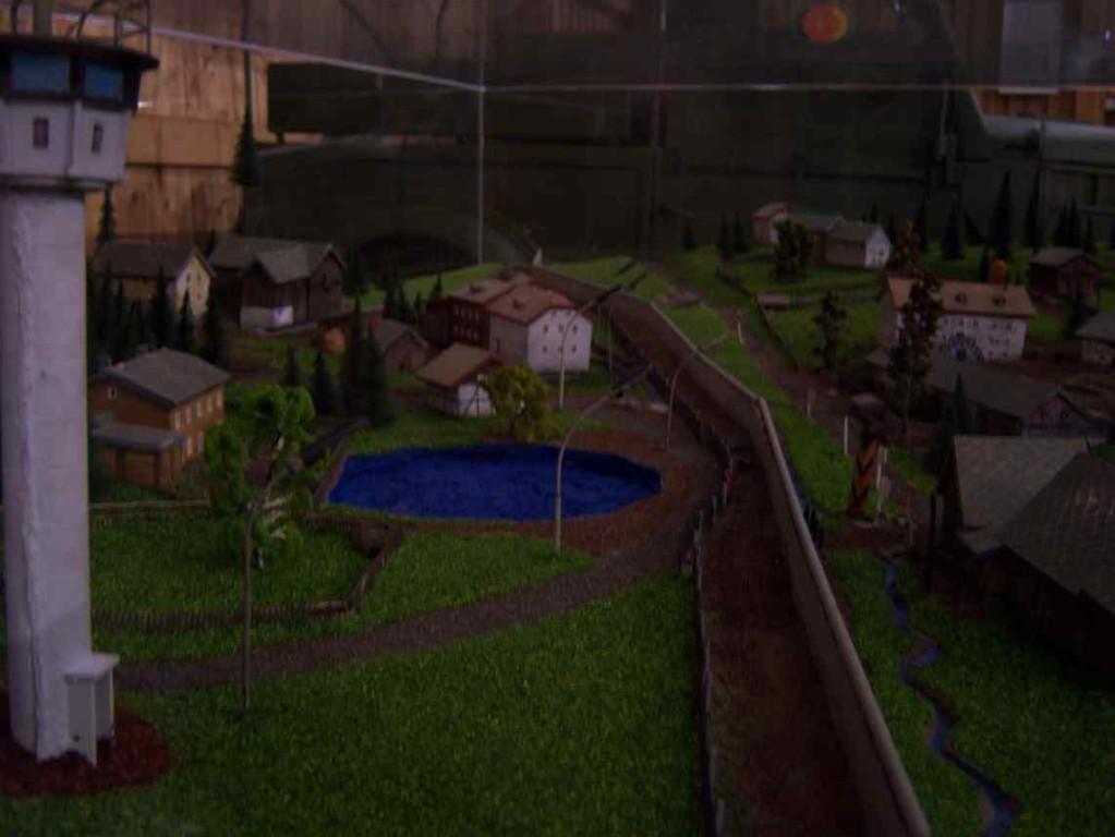 Modell des geteilten Dorfes (Ostseite)