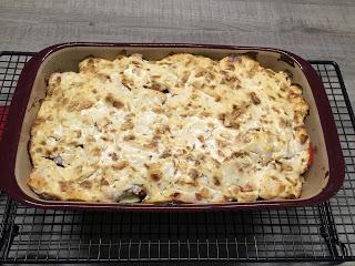 Schneide das Gemüse klein und schichte es alles nacheinander in die mittlere Ofenhexe® von Pampered Chef®