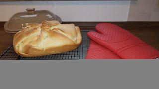 """Ein gefülltes Brot mit Käse """"Georgisches Käsebrot"""" aus dem Ofenmeister (ehemals Zaubermeister) von Pampered Chef®"""
