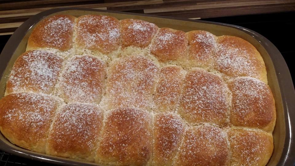 Diese Rohrnudeln aus der rechteckigen großen Ofenhexe von Pampered Chef wirst du immer wieder backen, denn sie sind weich und fluffig und einfach nur ultra lecker.