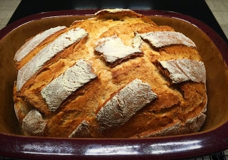 Pampered Chef Ofenmeister Brote. Schwarzwaldbrot aus dem Pampered Chef Ofenmeister/Zaubermeister. Rezeptidee vom Pampered Chef Schwarzwaldbrot kommt von Martina Ziehl mit Pampered Chef