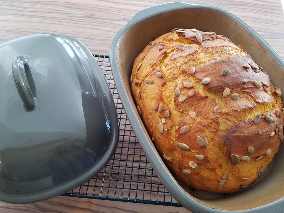 Ein richtig tolle Kürbisbrot ist im Ofenmeister gebacken worden. Der Brotbacktopf von Pampered Chef® ist die ideale Form um selber Brot zu backen oder im Backofen leckere Menüs zu schmoren.