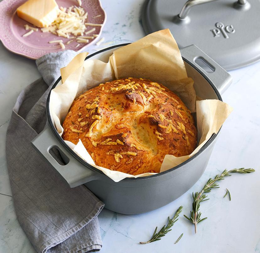 Brot backen in der neuen Emaillierten Gusseisen Kollektion von Pampered Chef - Hier siehst du den großen 5,7 Liter Topf