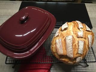 Ich mag dieses Brot einfach sehr, denn der Brotteig ist fluffig und zart und wenn man diesen ein wenig mit Mehl aus dem Streufix gemehlt, dann kann man soviel Liebe hinein kneten :) Aber das Beste ist, dass ich mein Brot im Ofenmeister backe.