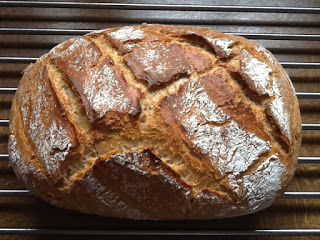 Hier siehst du ein saftiges und knuspriges Crossbrot das ich im Ofenmeister von Pampered Chef® gebacken habe. Ein wunderbares Brot das uns immer wieder schmeckt.