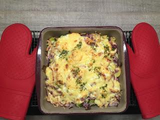 Brüsseler Kartoffel Gratin aus der Ofenhexe® von Pampered Chef® mit Rosenkohl und Kartoffeln mit leckerem Käse überbacken aus dem Backofen.