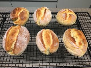 Kartoffelbrötchen nach dem Rezept von Slava auf dem Zauberstein von Pampered Chef® gebacken. Super leckere Brötchen, die besser als Bäckerbrötchen schmecken.