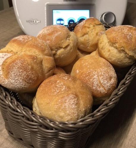 Schnell gebackene Bäckerbrötchen mit den Produkten von Pamperedchef® Muffinform-Pamperedchef