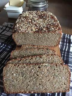 5-Korn Flöckli Brot aus dem Ofenmeister von Pampered Chef® Der Ofenmeister ist ein vielseitiger Schmor- und Bratentopf für Backofen und große Mikrowellen. Perfekt für Brote, Eintöpfe, Fleisch & Geflügel bis ca. 2 kg.