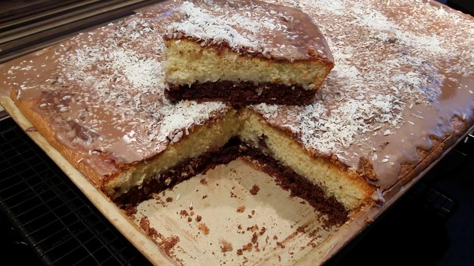 Kuchen gebacken auf dem großen Ofenzauberer von Pampered Chef®. Heute einen Kokostraumkuchen der frisch und locker schmeckt.