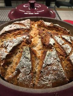 Kokos-Buttermilchbrot aus dem runden Zaubermeister von Pampered Chef. Schaut euch dieses Brot an, es ist knusprig und saftig zugleich. Ein Steinbackofenbrot aus dem original Zaubermeister Brotbacktopf.