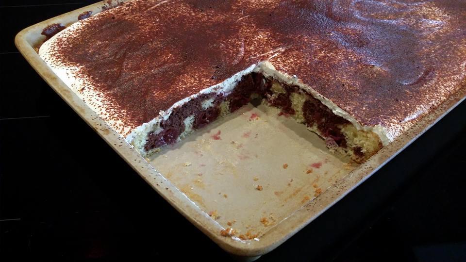 Leckerer schnell gebackene und einfache Donauwelle mit Schmand gebacken auf dem großen Ofenzauberer James von Pampered Chef®
