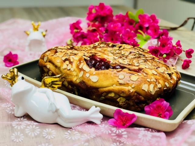 Lecker gefüllter Hefezopf gebacken im Ofenmeister von Pampered Chef®