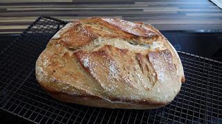Friss dich dumm Brot Dieses Brot habe ich im Ofenmeister von Pampered Chef® gebacken. Im Thermomix® wurde der Teig hervorragend geknetet.  Vielseitiger Schmor- und Bratentopf für Backofen und große Mikrowellen. Perfekt für Brote, Eintöpfe, Fleisch usw.