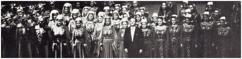 Die Konzertvereinigung Wiener Staatsopernchor mit Prof. Walter Hagen- Groll.