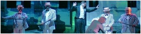 Die vier Solisten der Konzertvereinigung in den weißen Anzügen: Erika Hathazi, Karin Wieser, Erich Wessner und Josef Stangl (Foto: Forster).