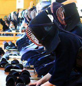 Kendo kennt viele Rituale: So endet jede Übung mit einer kurzen Meditation. (Frank Thomas Koch)