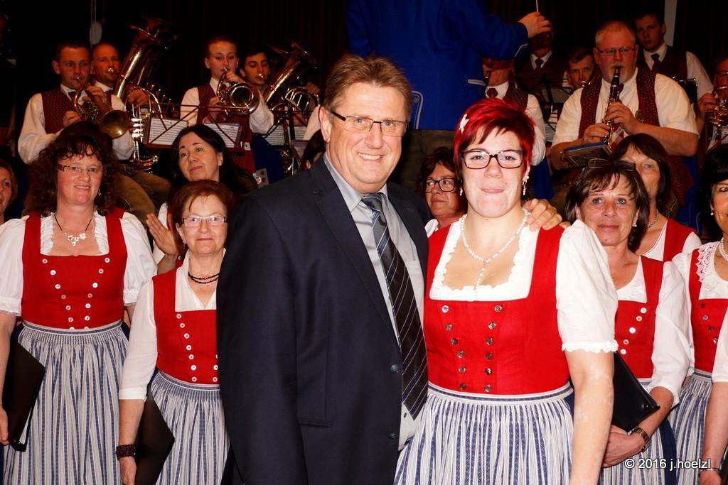 Bgm. Degeneve mit Chorleiterin Christiana Amerstorfer