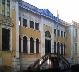 Casa del Combattente oggi (© Samuele S. e presente sul sito http://www.artefascista.it/salerno__fascismo__architettura.htm)