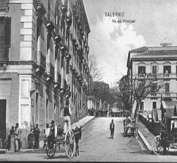 Via De Principati primi 900' (© http://www.salernitanastory.it/galleryDetail.php/4/56/Salerno+Antica)