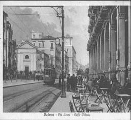 Via Roma 1915 (© http://www.salernitanastory.it/publicBig//Citta56img101.jpg)