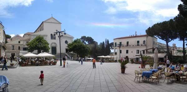 Piazza Fontana di Ravello