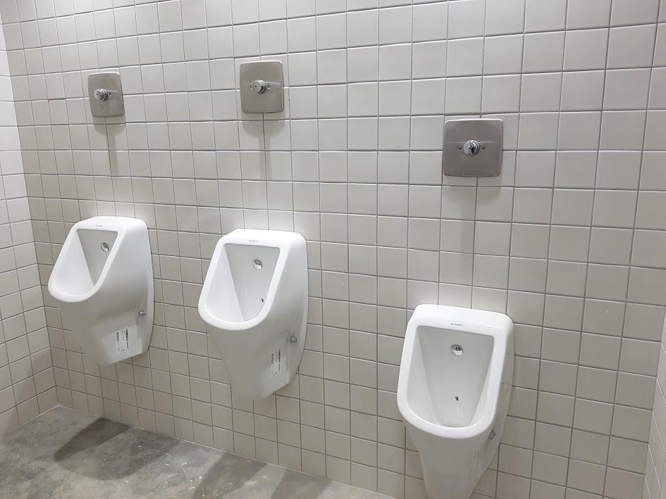Pose d'urinoirs